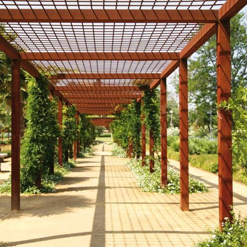 Pérgola de madera laminada de pino con cubierta celosía – Timbergal