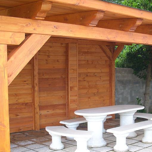 Porche de madera laminada extremo de vigas con canecillo for Vigas de madera para jardin
